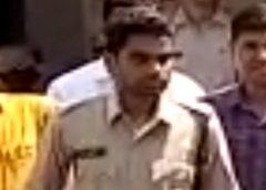 फर्जी पुलिस वाला हुआ गिरफ्तार, लोगों से करता था अवैध वसूली, अलग अलग तीन जिलों में दे चुका है आपराधिक घटनाओं को अंजाम।
